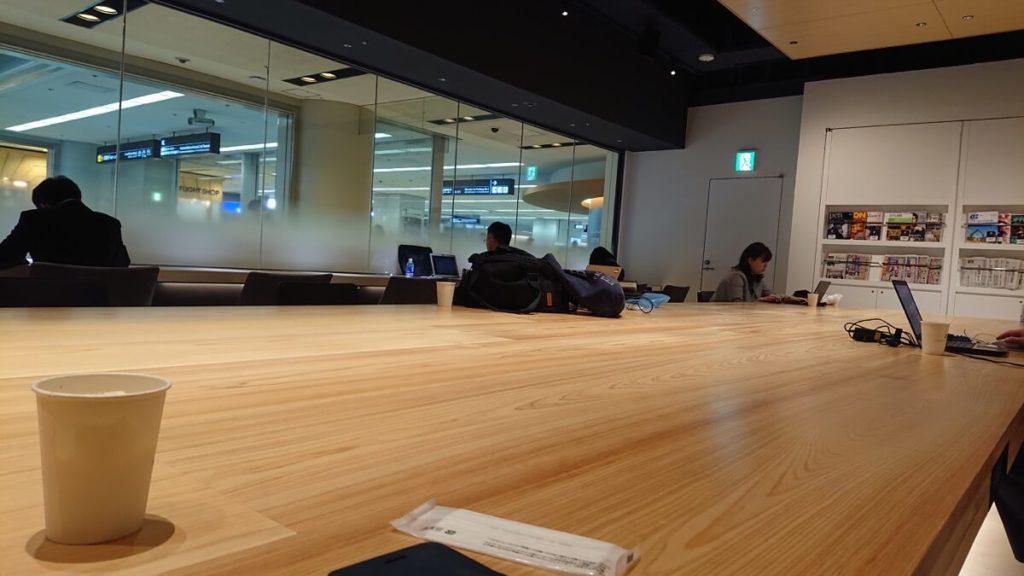 第1ターミナル POWER LOUNGE CENTRAL ラウンジ内