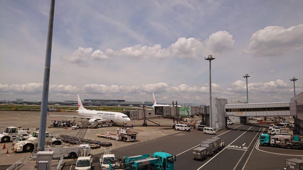 第1ターミナルのPOWER LOUNGE NORTH窓際席